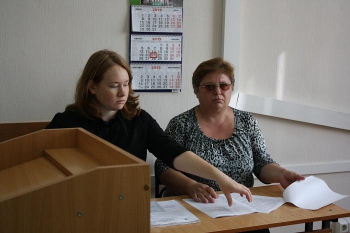 Водитель трамвая Марина Шкуратенко (справа) попросила назначить ей штраф