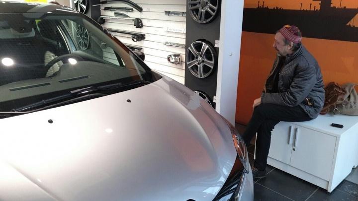 """""""Здоровая, блестящая, миллионов пять стоит"""": Николаю Коляде на день рождения подарили машину"""