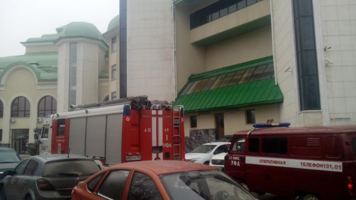 В Башдрамтеатре вспыхнул пожар: на месте работают 10 пожарных машин