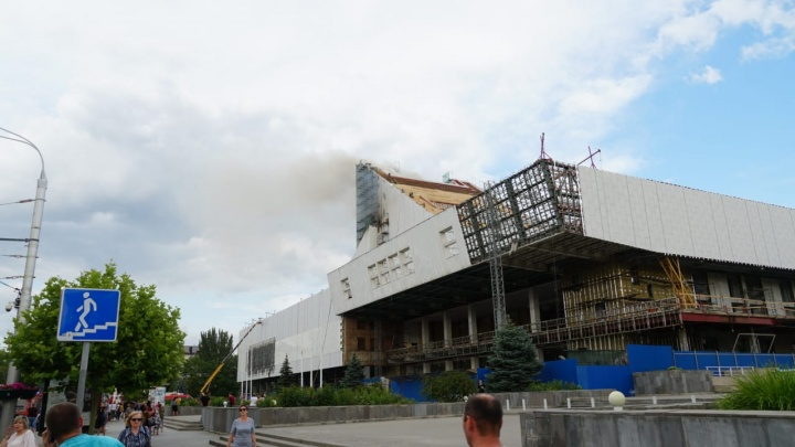 Дымящий «рояль»: рассказываем о пожаре на крыше Музыкального театра онлайн
