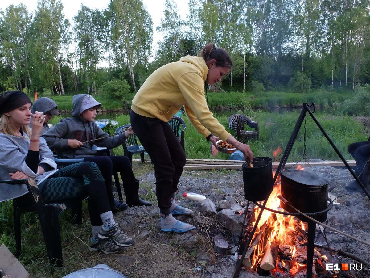 Инструктор Ирина приготовила компот
