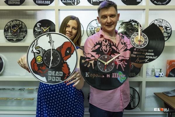У Павла и Ксении Полухиных получилось сделать неплохой бизнес на продаже часов из винила