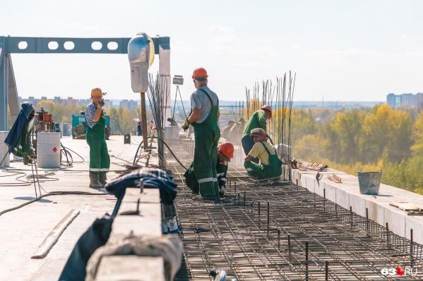 Первую очередь Фрунзенского моста обещают достроить до конца года