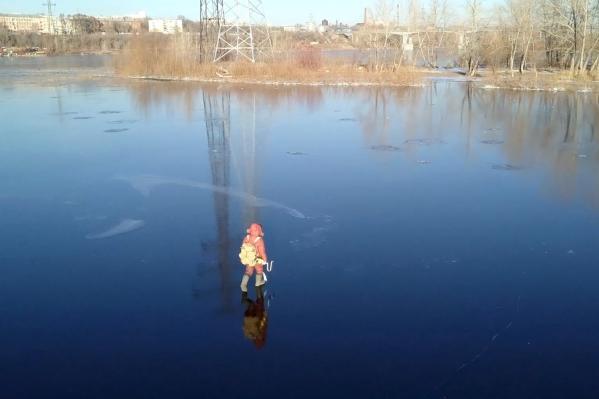 Рыбаков просят не выходить на неокрепший лед