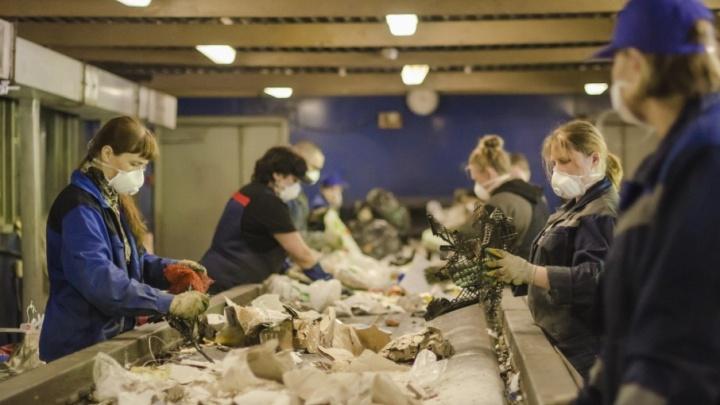 Для нас — мусор, для них — товар: как содержимое архангельских помоек продают в другие города