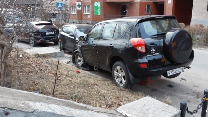 ГИБДД нашла водителя, который разбил четыре легковушки в Парковом и сбежал