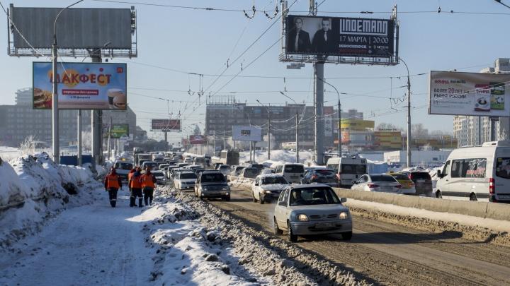 В мэрии рассказали, когда уберут последствия оттепели Октябрьского моста