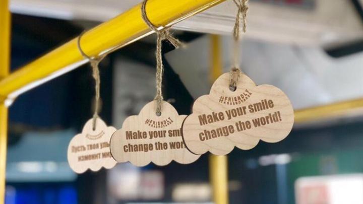 В автобусах развесят полторы тысячи милых облачков с призывами к вежливости
