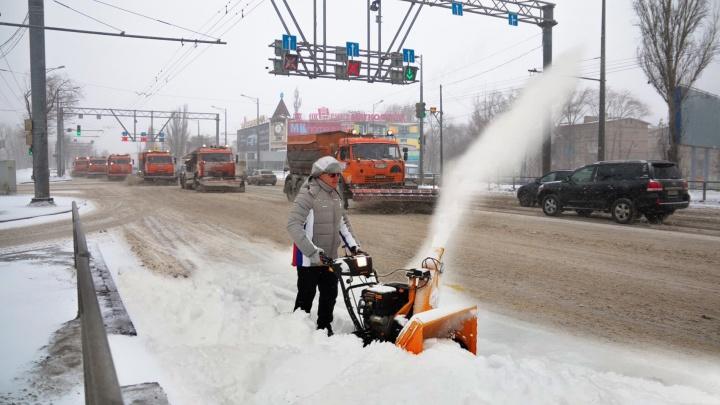 Аномалия лютой метели: ликвидировать последствия снежного шторма в Самаре будут и чиновники