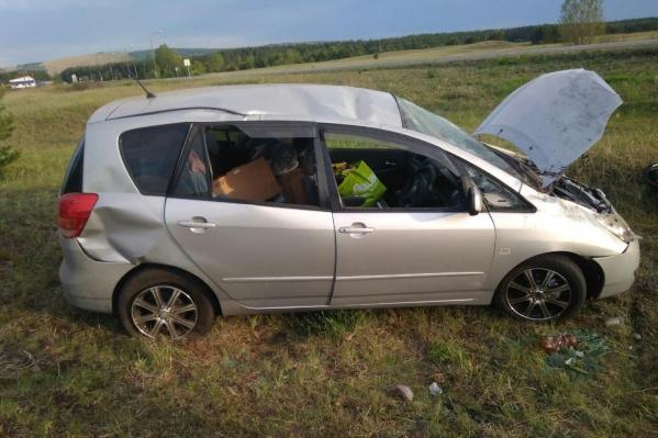 Машина улетела с трассы