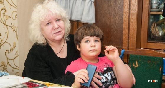 Бабушка девочки-аутиста: «Ее мама добровольно ушла из жизни, а мне надо жить долго ради Алисы»