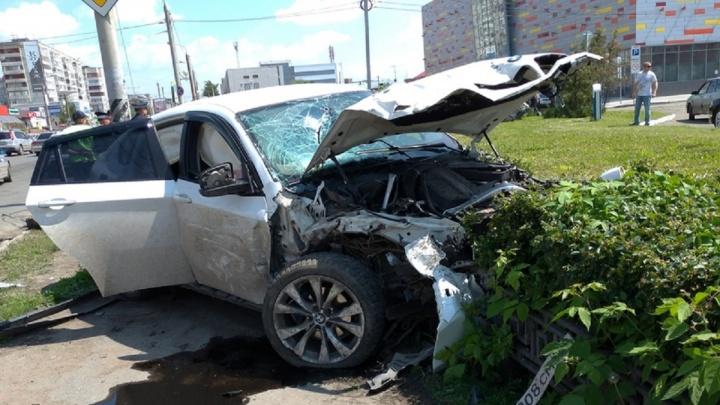 Омичка устроила ДТП с тремя машинами возле заправки на 10 лет Октября