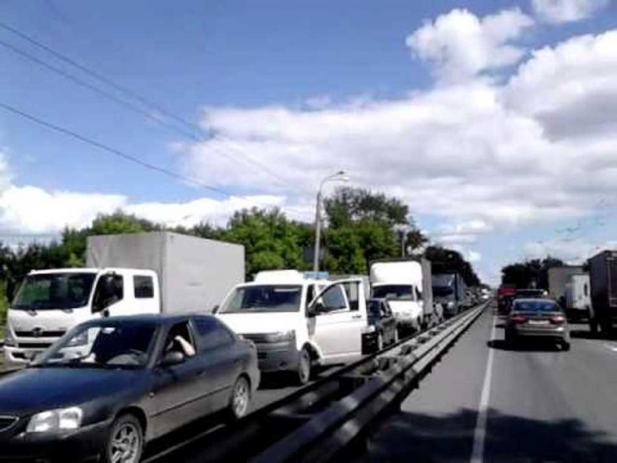 Натрассе Петербург— Псков собралась 26-километровая пробка