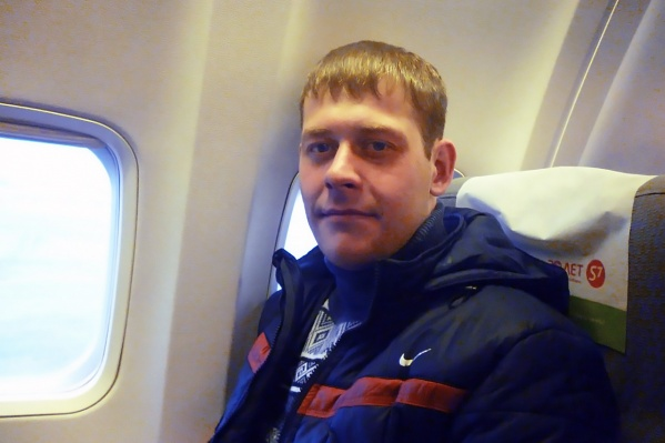 Прежде чем зайти в горящую квартиру, Василий Петров взял с собой мокрое полотенце