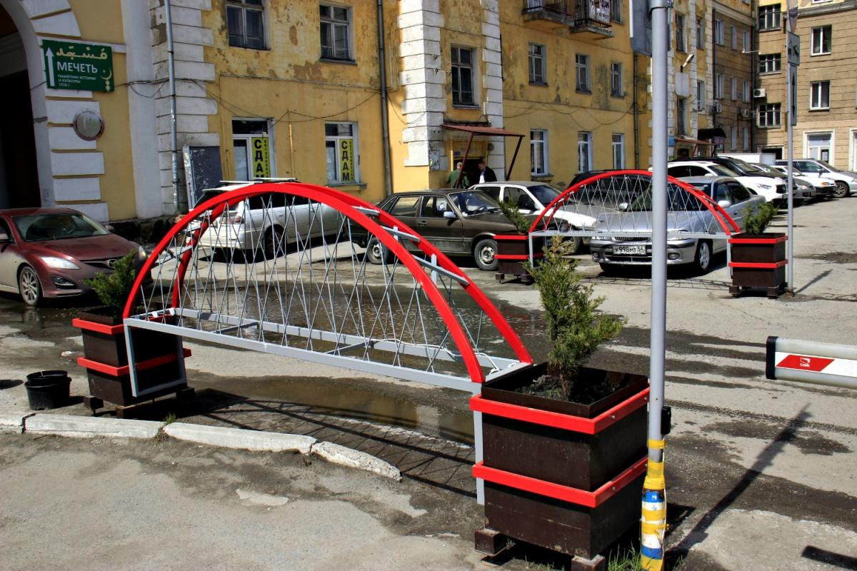 Создатели инсталляции обещают сделать мостам вечернюю подсветку