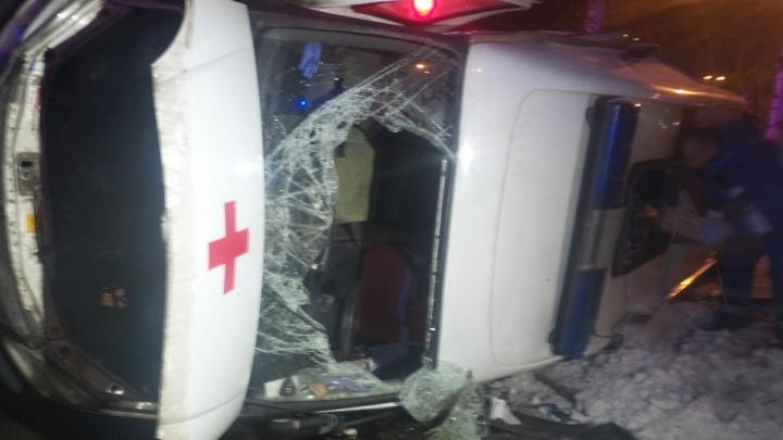 На Сортировке Opel Astra, пытавшийся скрыться от ДПС, протаранил карету скорой