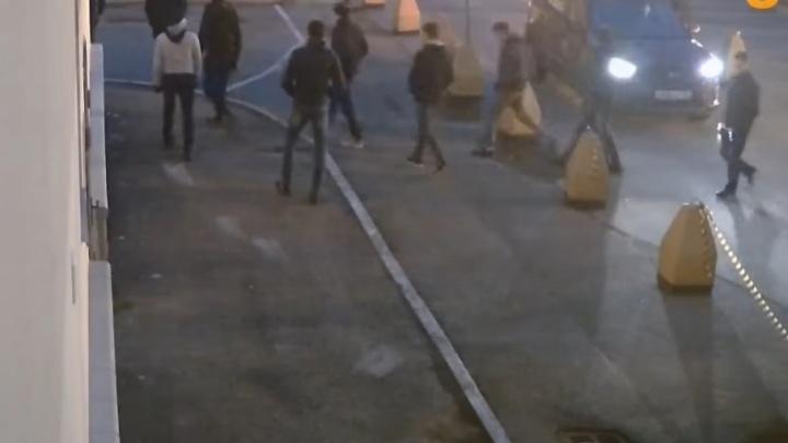 СМИ: массовая подростковая драка в Уфе попала в объектив камер