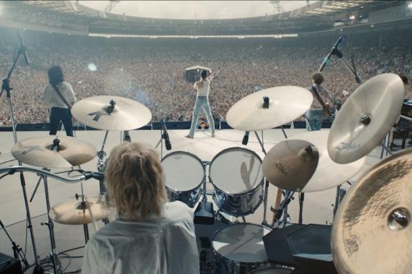 Финал фильма повторяет знаменитый концерт Live Aid