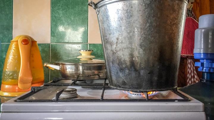 Устраняют дефекты после гидравлических испытаний. В сотне домов Кургана пока нет горячей воды