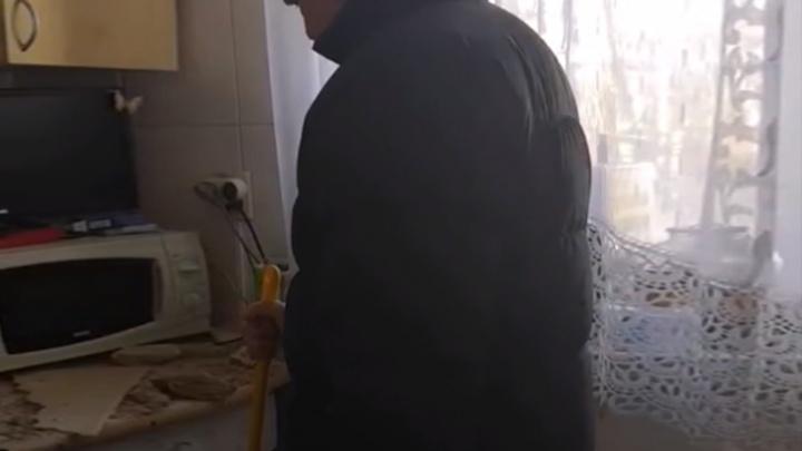 «Подставили бы ведёрочко»: что коммунальщики предложили ярославцам, у которых рухнул потолок