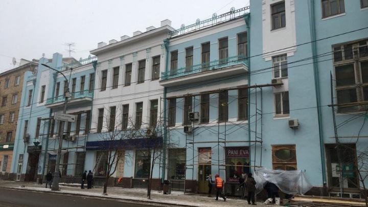 Корпус института искусств на Мира перекрасили из розового в голубой