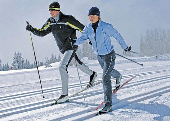 """Большой выбор беговых лыж и скидки можно получить в магазинах """"СпортЭк"""""""