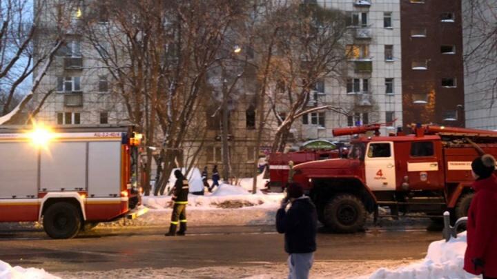 В пермской девятиэтажке произошел пожар: 42 человека эвакуировали, одна женщина погибла