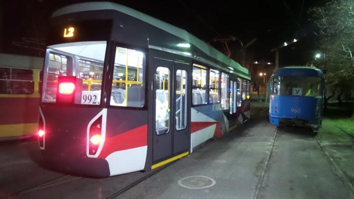 «Теплый, светлый, бесшумный»: катаемся по Екатеринбургу в новом трамвае