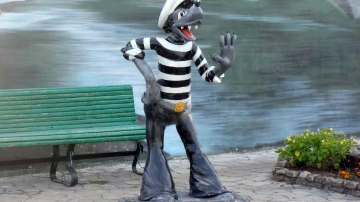 Омские заключённые для парка сделали скульптуру Волка из «Ну, погоди!»