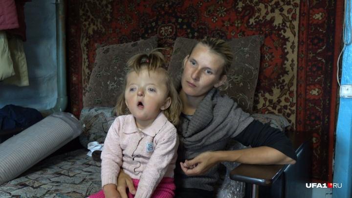 Девочку-инвалида не пускают в детсад из-за внешности.Так считают волонтеры, но здесь все непросто
