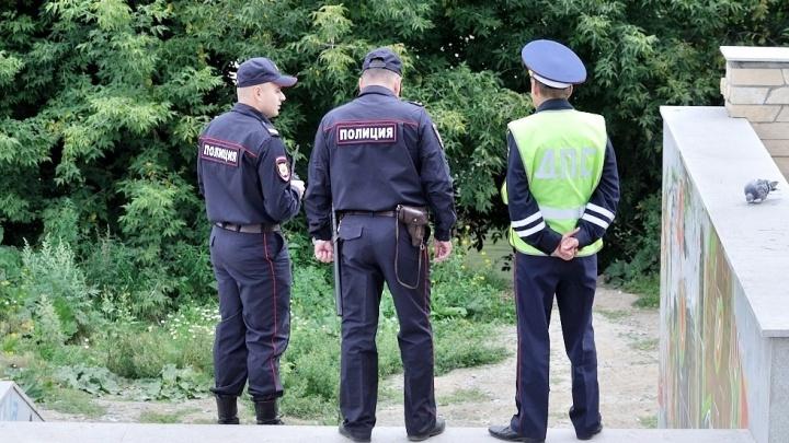 В Кольцово полицейские поймали мужчину, которого год искали по всей стране