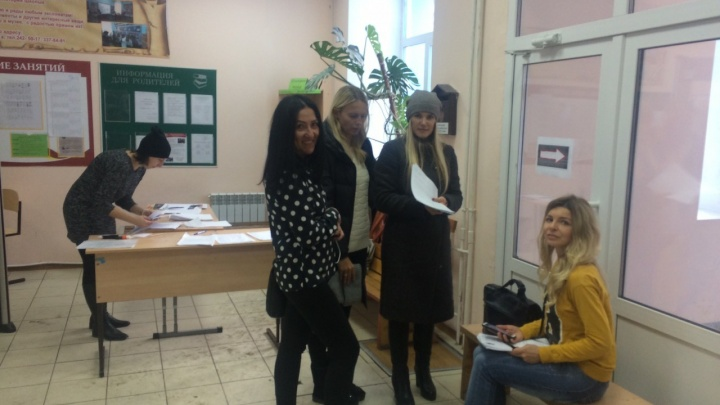 «Нашли козла отпущения»: родители учеников школы № 81 заступились за директора