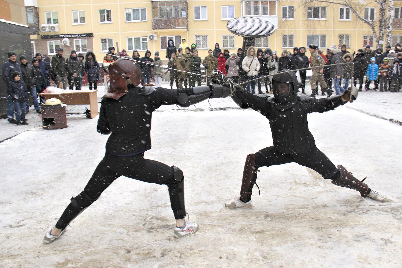 На площадку во время выступлений падали крупные хлопья снега