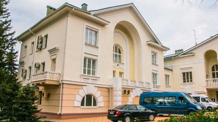 Только без грязи: во время ремонта проездов в резиденции губернатора подрядчику запретили пылить