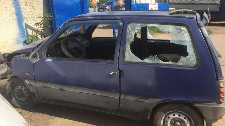 Протаранил две машины: в Башкирии сняли на видео погоню за водителем на «Оке»