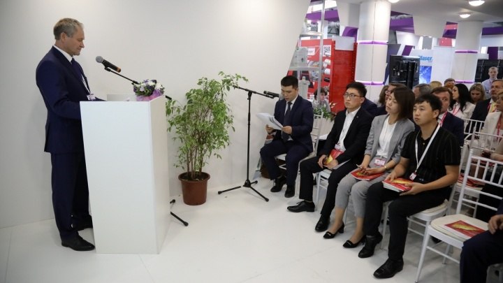 Алексей Кокорин на Иннопроме рассказал представителям Китая о центре Илизарова, мостах и автобусах