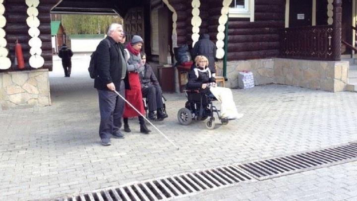"""""""В трапезную нас затаскивали по крутым ступеням"""": ревизорро в инвалидной коляске - о Ганиной Яме"""