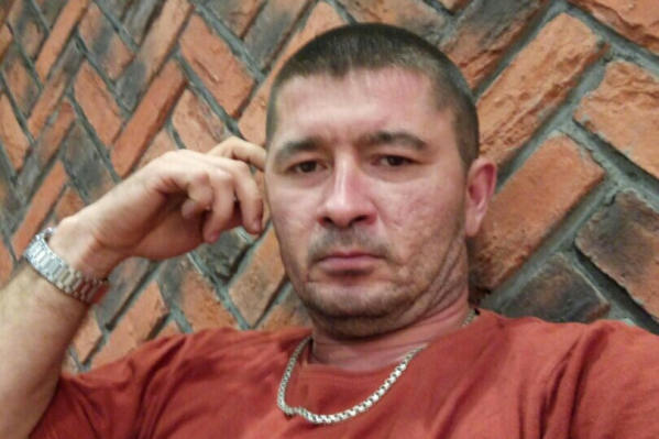 Таксистом Марат Ахметвалиев работал около двух с половиной лет, до этого был связан с грузоперевозками — доставлял продукты в соседние города