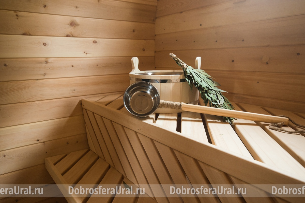 Купив баню, можно сразу приобрести и банный набор — все из кедра