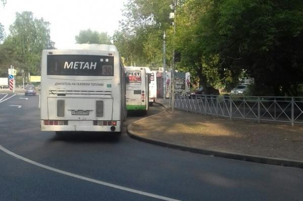 Все автобусы не помещаются на конечной остановке