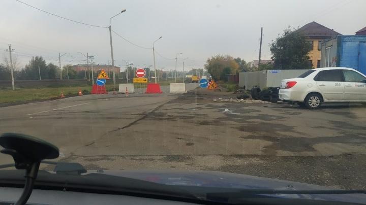 «Омскводоканал» на сутки перекрыл улицу Хабаровскую