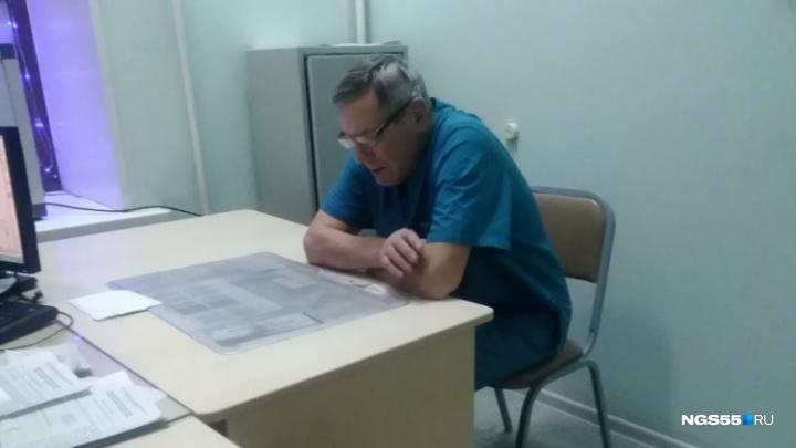 Омский травматолог, отказавшийся принимать больных, раскаялся и извинился