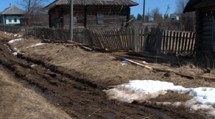 Пенсионера в Кудымкарском районе оштрафовали за ремонт разбитой дороги