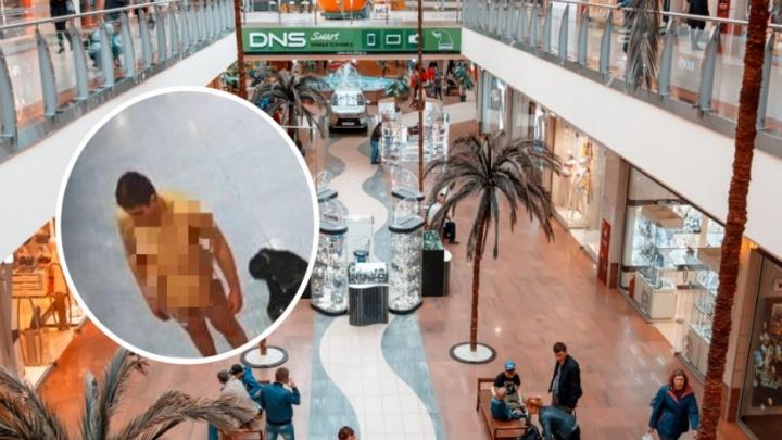 В Тюмени по торговому центру разгуливал голый мужчина. Ни за что не догадаетесь зачем