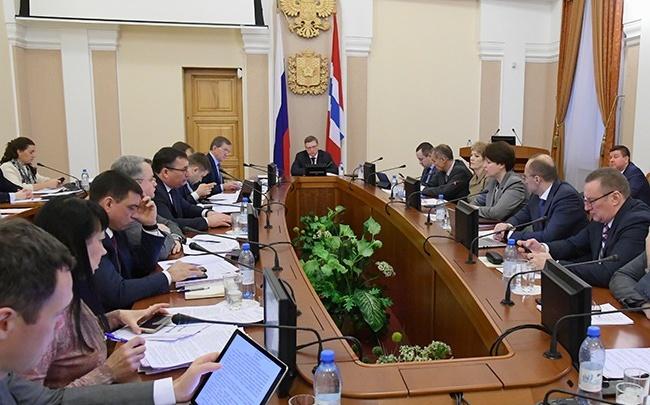 В правительстве рассказали, сколько потратили денег на зарплаты омских чиновников в 2019 году