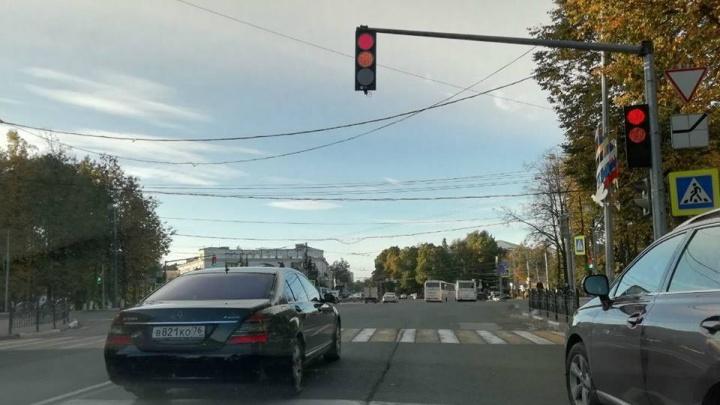 Правила не для всех: машину ярославского губернатора поймали на нарушении ПДД