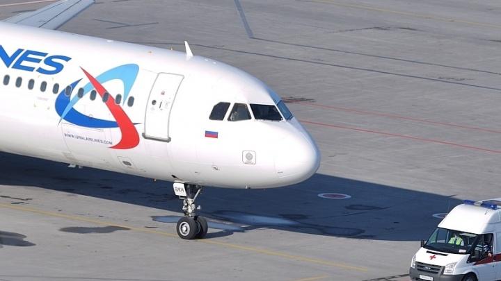 Бортпроводники «Уральских авиалиний» помогли пассажирке, у которой случился приступ эпилепсии