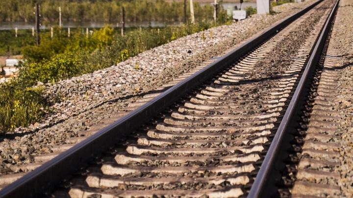 Женщина погибла под поездом в Академгородке