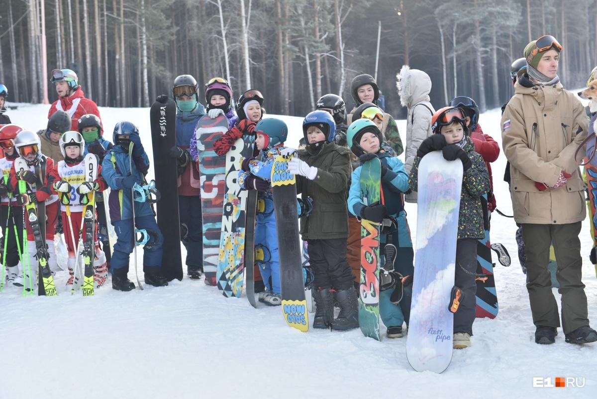 Снега нет, но все держались! Как на Уктусе открывали горнолыжный ... 0de83cb8d8a