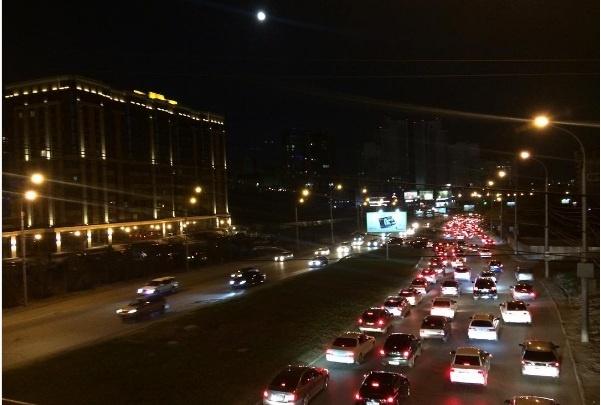 После салюта новосибирцы застряли в пробках на основных магистралях